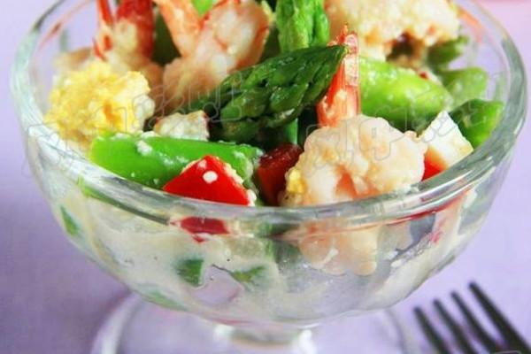 鲜虾芦笋沙拉(健康素沙拉酱)的做法