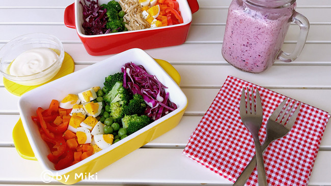 双莓奶昔+低脂沙拉#博世红钻家厨#的做法