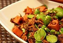 蚕豆香肠爆炒梅干菜的做法