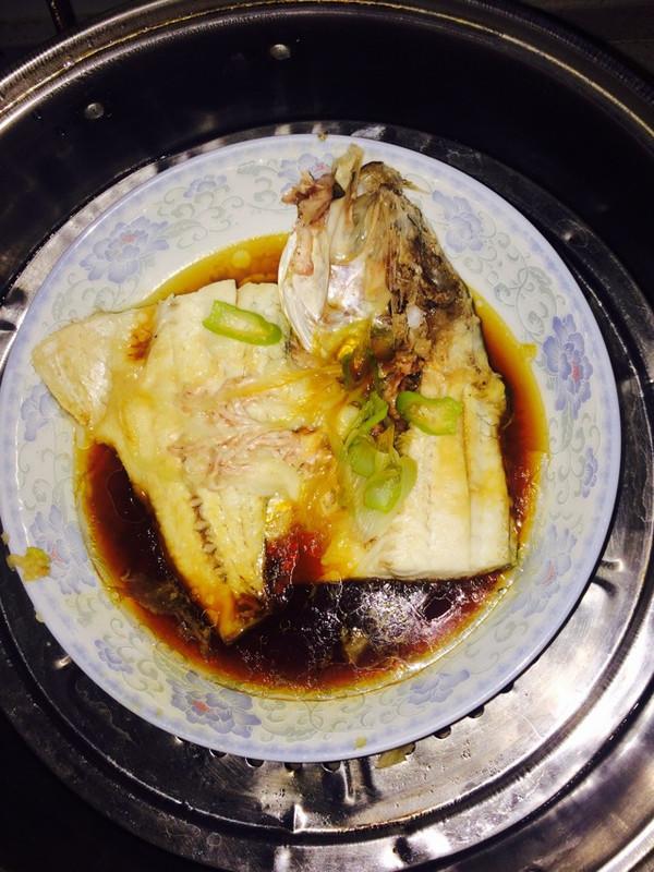 清蒸鲈鱼(减肥餐,少油极简)的做法