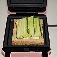 黄瓜鸡蛋热压三明治#花10分钟,做一道菜!#的做法图解10