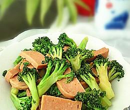 午餐肉炒西兰花的做法