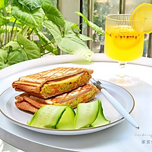 #全电厨王料理挑战赛热力开战!#万物皆可压的早餐机搞定三明治
