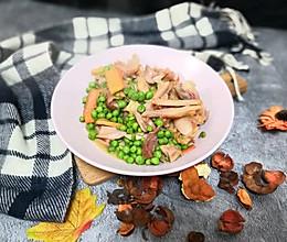豌豆炒腊鸡腿的做法