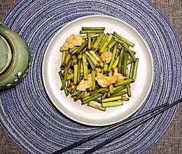蒜苔炒鸡蛋 — 绿色蔬菜之旅的做法