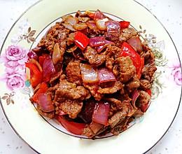 洋葱红椒炒牛肉(快手营养又下饭)的做法