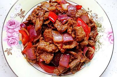 洋葱红椒炒牛肉(快手营养又下饭)