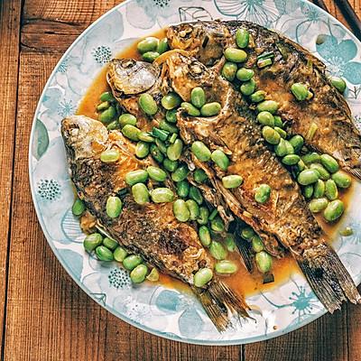 毛豆烧鲫鱼,附美味不粘锅的煎鱼方法