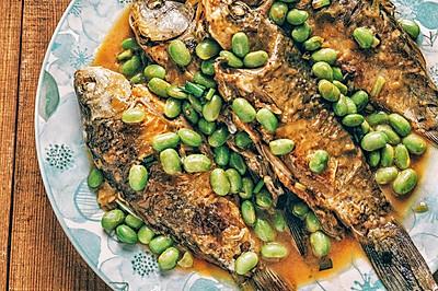 #精品菜谱挑战赛#毛豆烧鲫鱼,附美味不粘锅的煎鱼方法