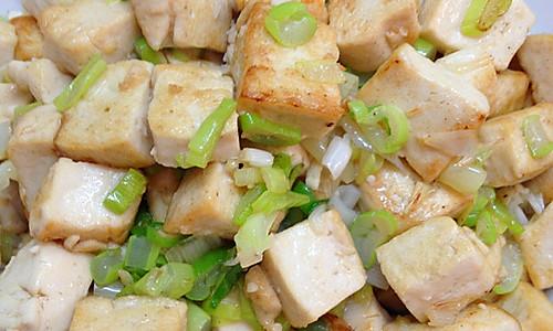 家常葱花炒豆腐的做法