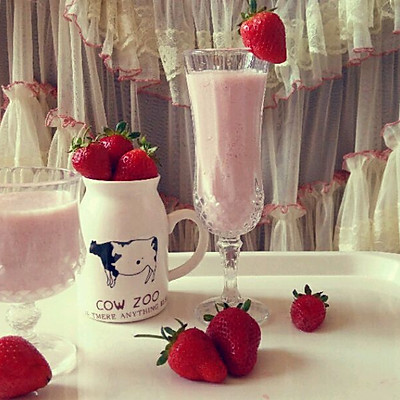 浪漫草莓季——浆果奶昔