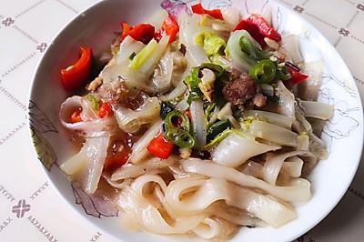 土豆粉炖白菜猪肉