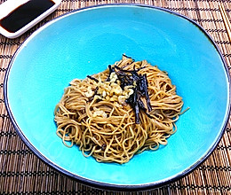 新年沪港美味汇——开洋葱油拌鲍鱼面的做法