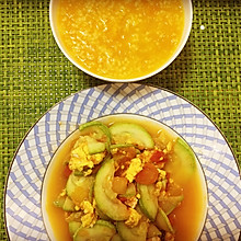 西葫芦番茄炒蛋,配暖胃南瓜小米粥