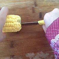 小窍门:快速剥玉米粒的做法图解2