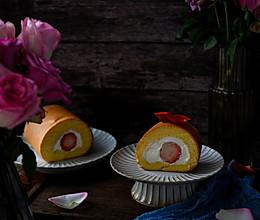 #换着花样吃早餐#春日里的草莓瑞士卷的做法
