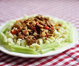 【夏日蔬菜凉面】高温天的福利,用爽口的黄瓜凉面来打败热浪的做法