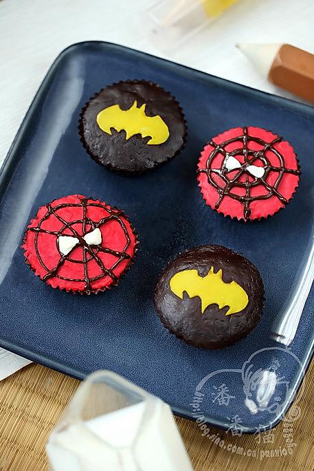 蝙蝠侠&蜘蛛侠杯子蛋糕的做法