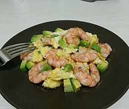 鸡蛋虾仁牛油果色拉的做法