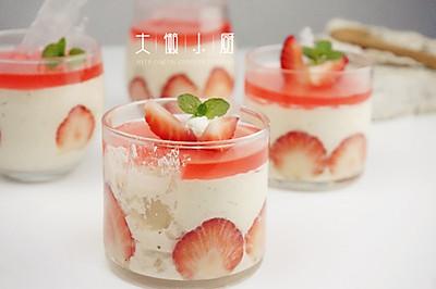 草莓慕斯杯