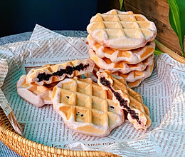 #合理膳食 营养健康进家庭#有颜值又有内涵的紫米夹心华夫饼的做法