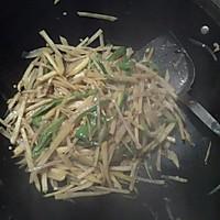 尖椒土豆丝的做法图解1