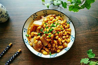 家常三层肉煮毛豆