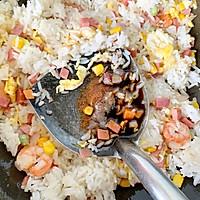 剩米饭的华丽蜕变—虾仁炒米饭的做法图解11