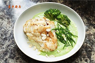 【曼步厨房】香煎银鳕鱼配西兰花泥