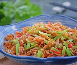 #做道懒人菜,轻松享假期#山芹炒河虾的做法