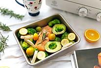 迷迭香烤三文鱼蔬果拼盘的做法
