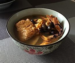 墨鱼排骨黑豆虫草汤~好长的名字的做法