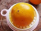 橙碗蒸蛋的做法图解3
