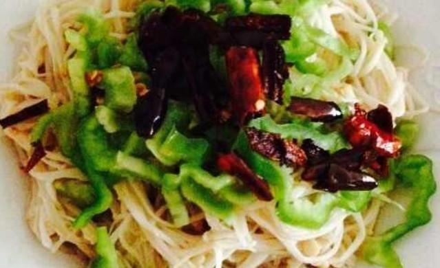 简约版红豆薏米粥  炝拌金针菇
