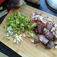 青椒腊肉的做法图解1