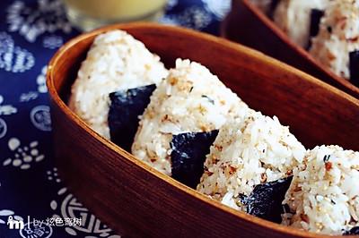 鲣鱼松饭团