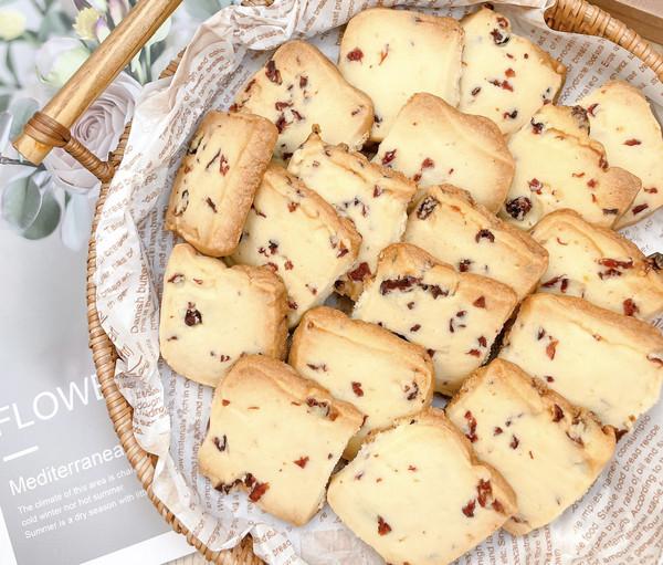 适合烘焙小白制作的 超级酥脆的蔓越莓饼干的做法