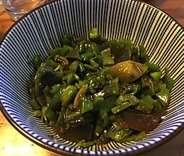 青椒皮蛋的做法