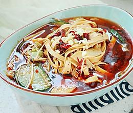 【水煮豆皮】比大鱼大肉更过瘾的菜的做法