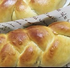 黑加仑淡奶油辫子面包
