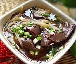 清肠美容———木耳猪血汤的做法
