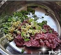 芹菜白菜猪肉馅儿饺子的做法图解1
