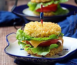 逆天的方便面汉堡包#小虾创意料理#的做法