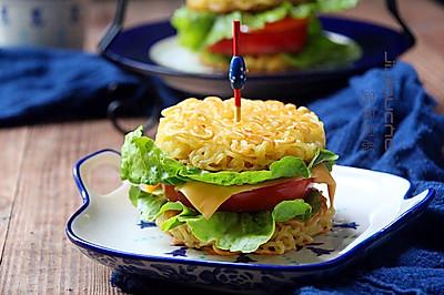 逆天的方便面汉堡包#小虾创意料理#