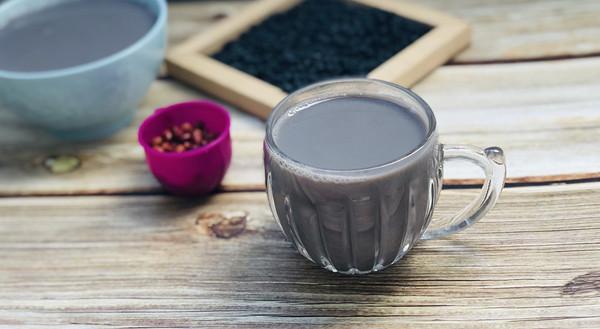 乌发黑芝麻双豆浆的做法