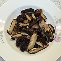 香菇鸡丁面#太太乐鲜鸡汁中式#的做法图解1