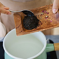 玫瑰奶茶的做法图解2