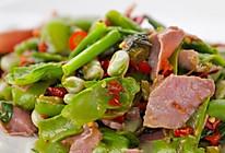 酸菜炒蚕豆:试过蚕豆带壳一起炒吗?相当妙!的做法