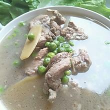 青豆炖排骨汤