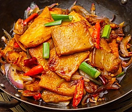 【干锅千页豆腐】10元钱烧个漂亮菜,外卖拜拜!的做法